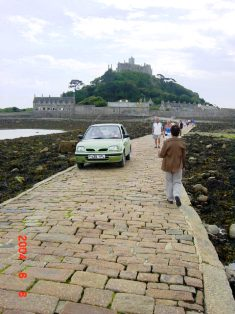 St. Michael's Mount 車も通る